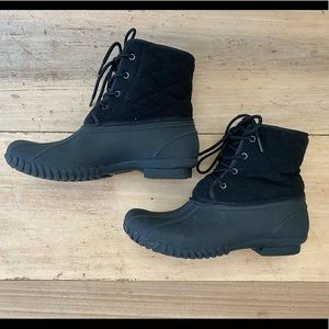 SOCIOLOGY Black quilted and lined NWOT duck boot